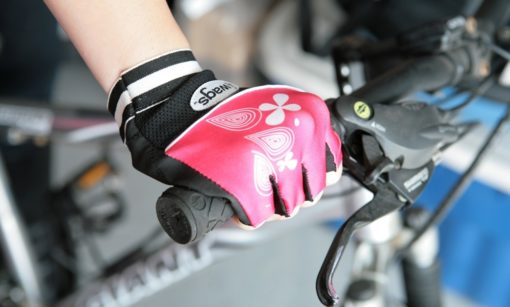 bicycler wearing WAGs Flex fitness gloves